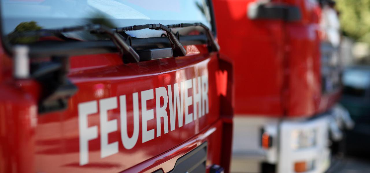 Brand einer Strohmiete zwischen Schönberg und Petersberg