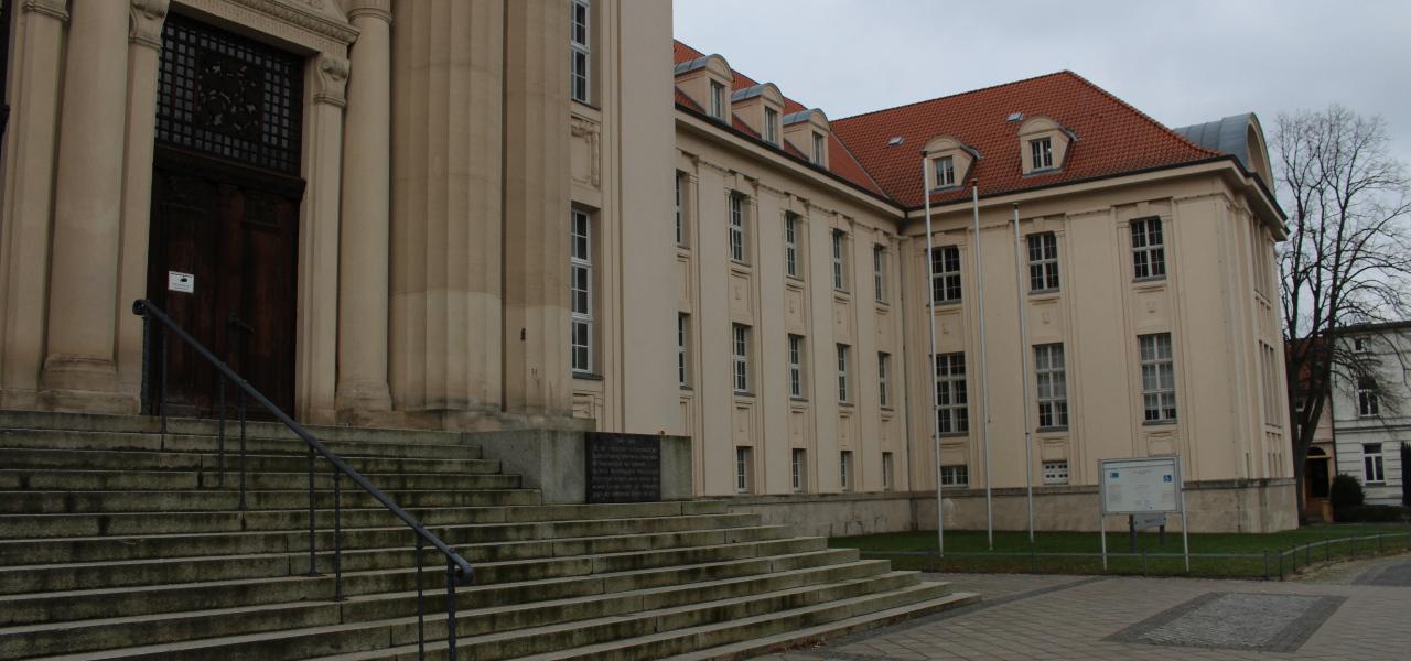 Schwerin: Mehr als vier Jahre Jugendstrafe nach Angriff mit Messer