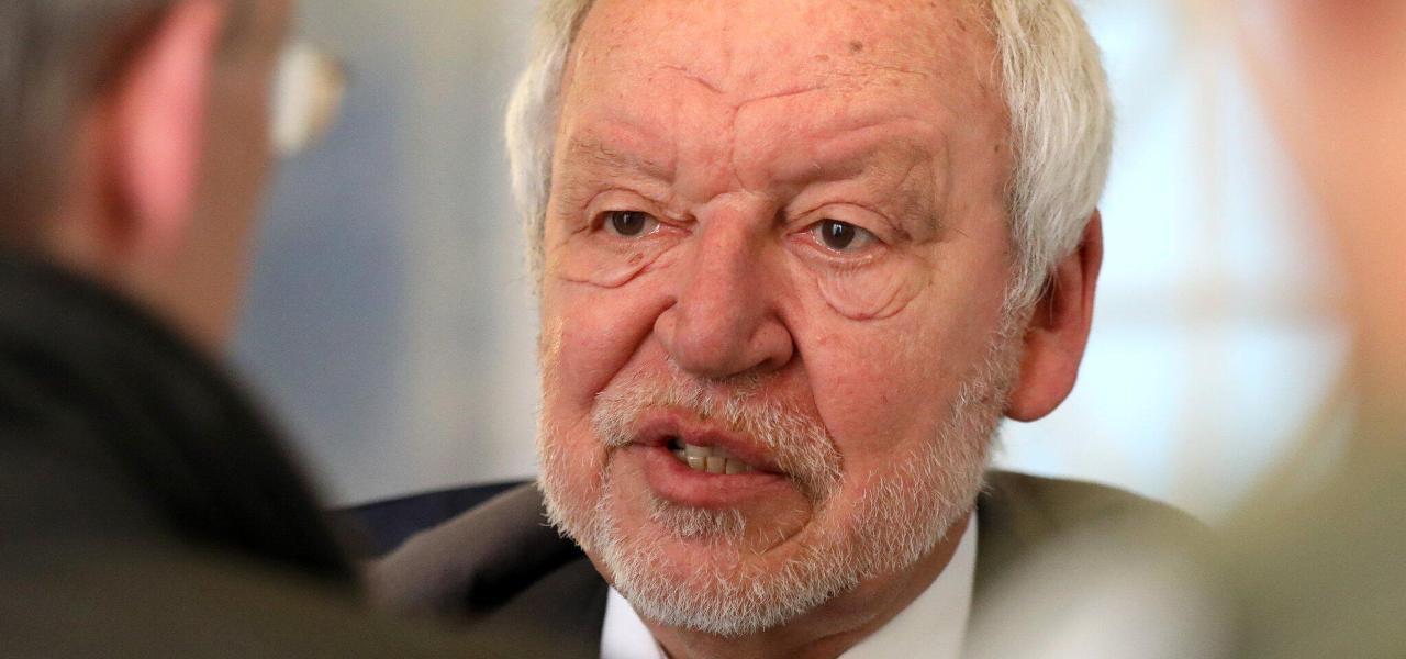 Verteidigung fordert Freispruch für Ex-Wirtschaftsminister