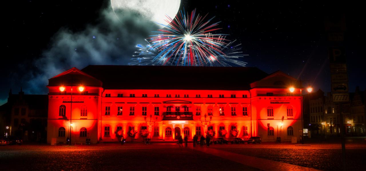 """Wismar: Projektions- und Lichtshow """"30 Jahre Deutsche Einheit"""" auf dem Marktplatz"""