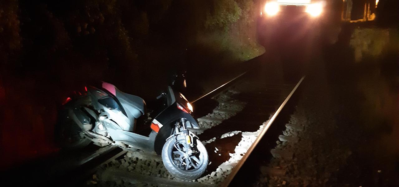 Wismar: Motorroller im Gleisbett führt zur Gefahrenbremsung des Regionalexpress