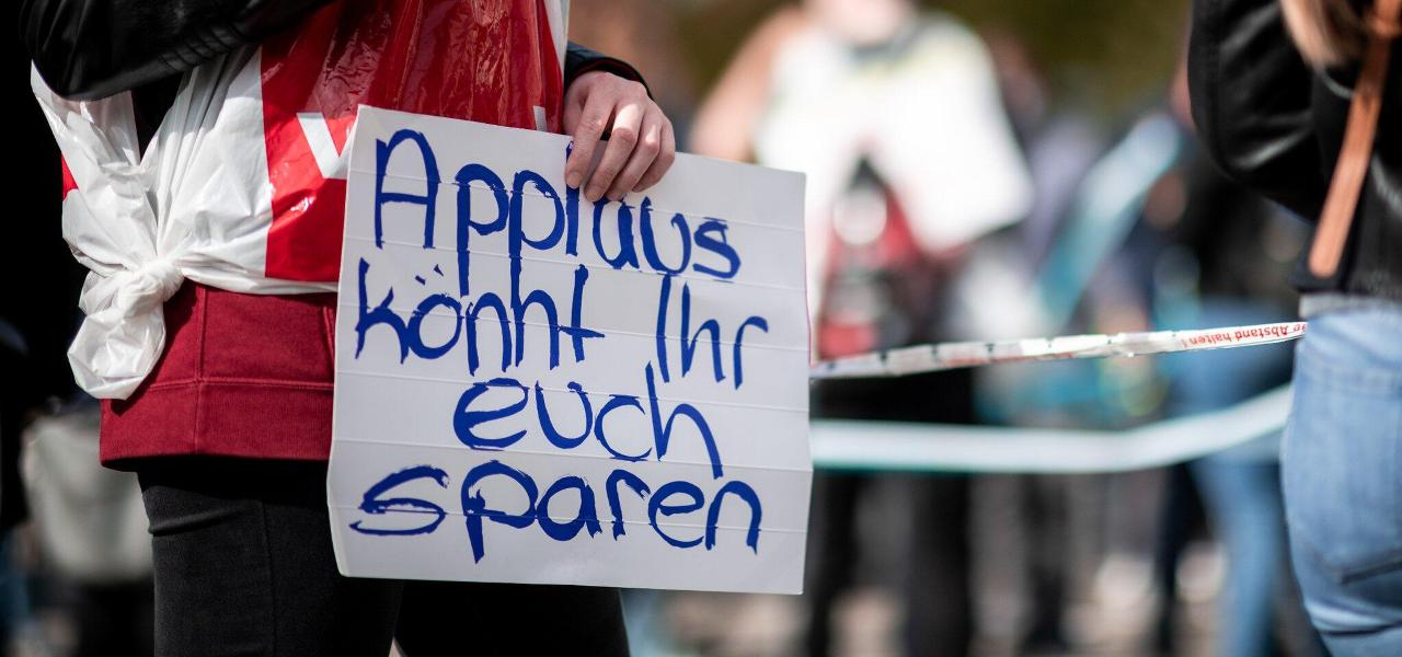 Landkreis: Verwaltungsmitarbeiter und Krankenschwestern im Warnstreik